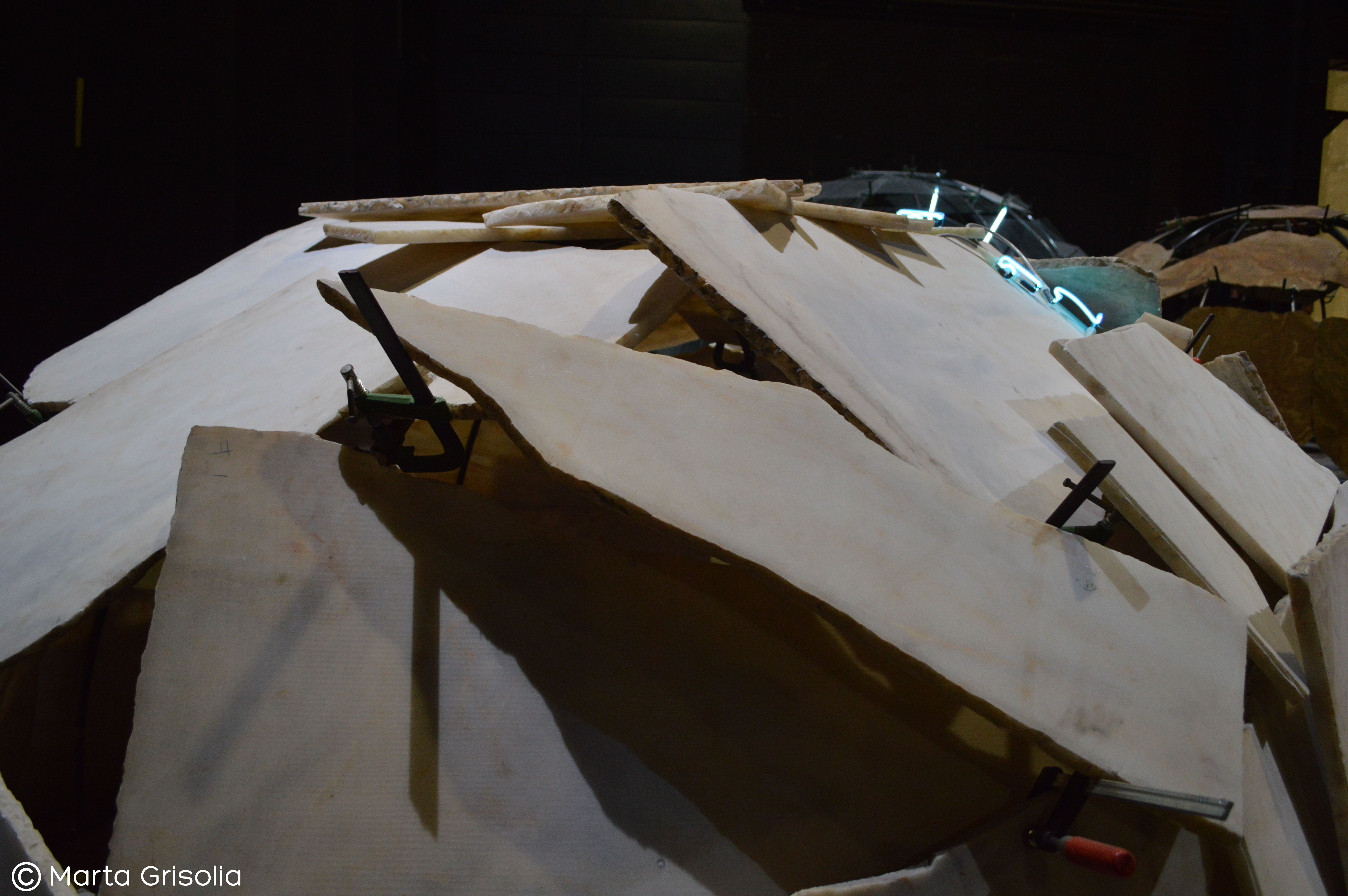 Dettaglio degli igloo di Mario Merz