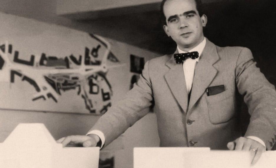 Fernando Tavora da giovane durante un mostra