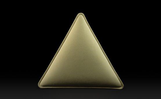 Phonolook giallo a forma di triangolo visto frontalmente