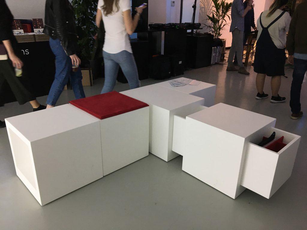 Una combinazione di Domino situato in un locale