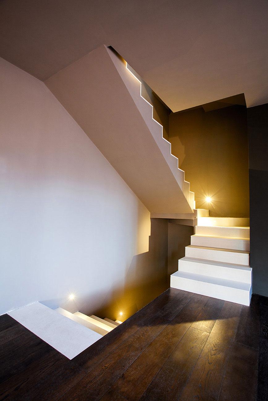 Serie di scale bianche