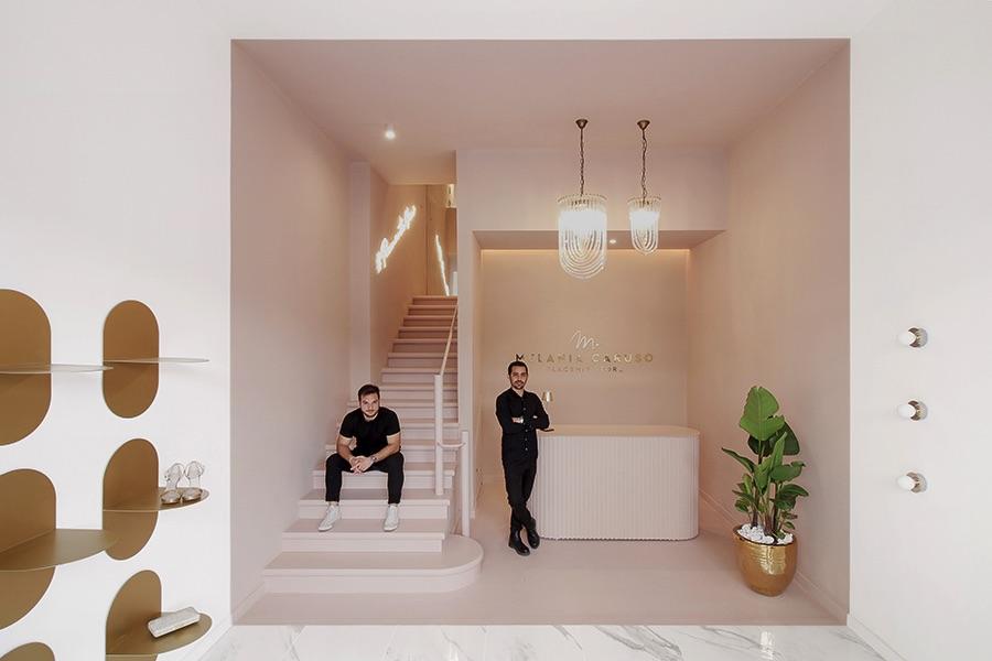 entrata del negozio con architetti