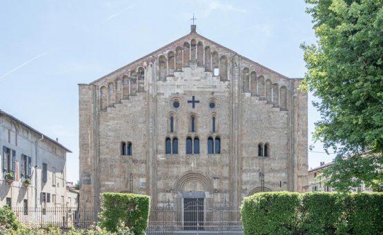 Foto della facciata esterna della Basilica di San Michele