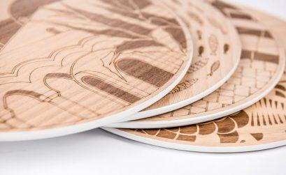 Sottopiatto in legno con disegni della Siclia impressi sopra