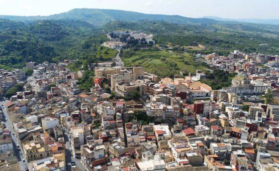 Vista aerea della città di Badia