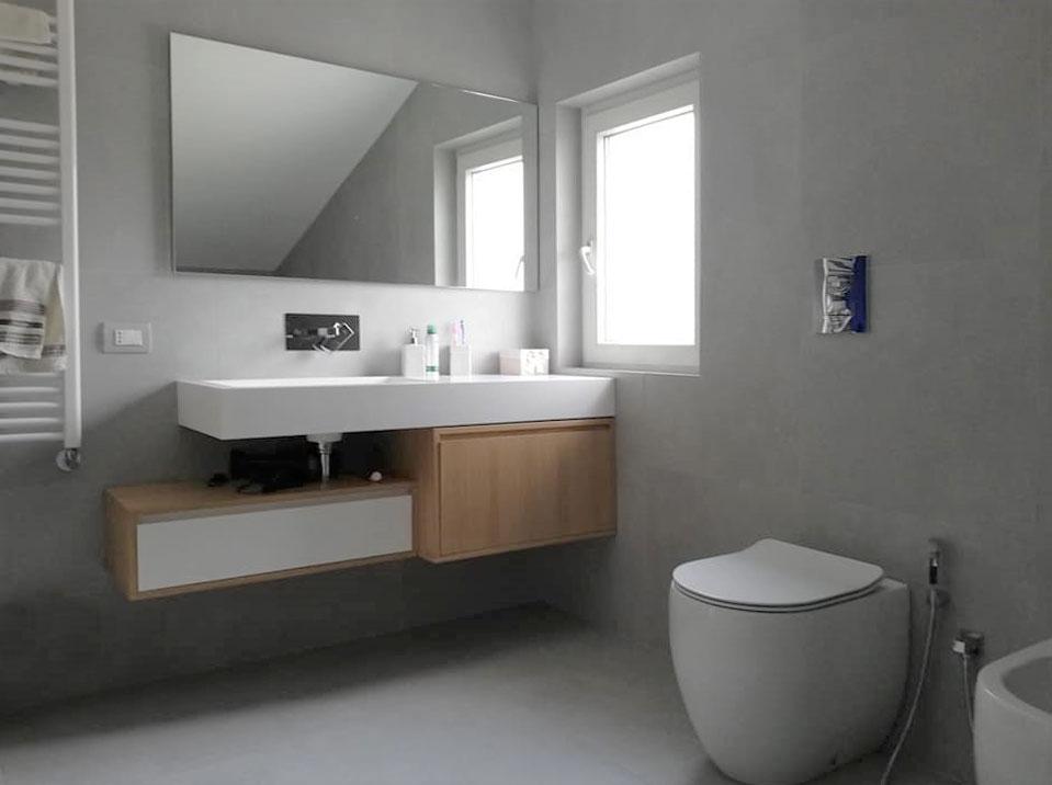Lavabo bagno in ceramica e legno