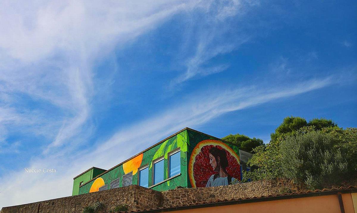 Palazzo colorato di verde